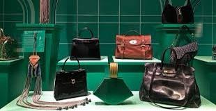 "Borsa icona di stile: a Londra la mostra ""Bags: Inside Out"""